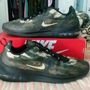 Nike Air Max Axis Premium..size 11.5